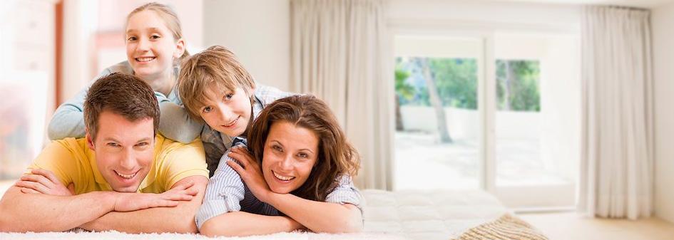 Resultado de imagem para familias dentro de casa